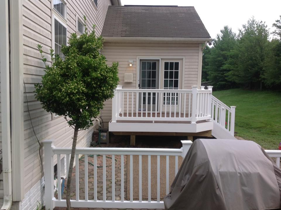 2 Matching Decks Vinyl Railing And Decking in Broomes Island