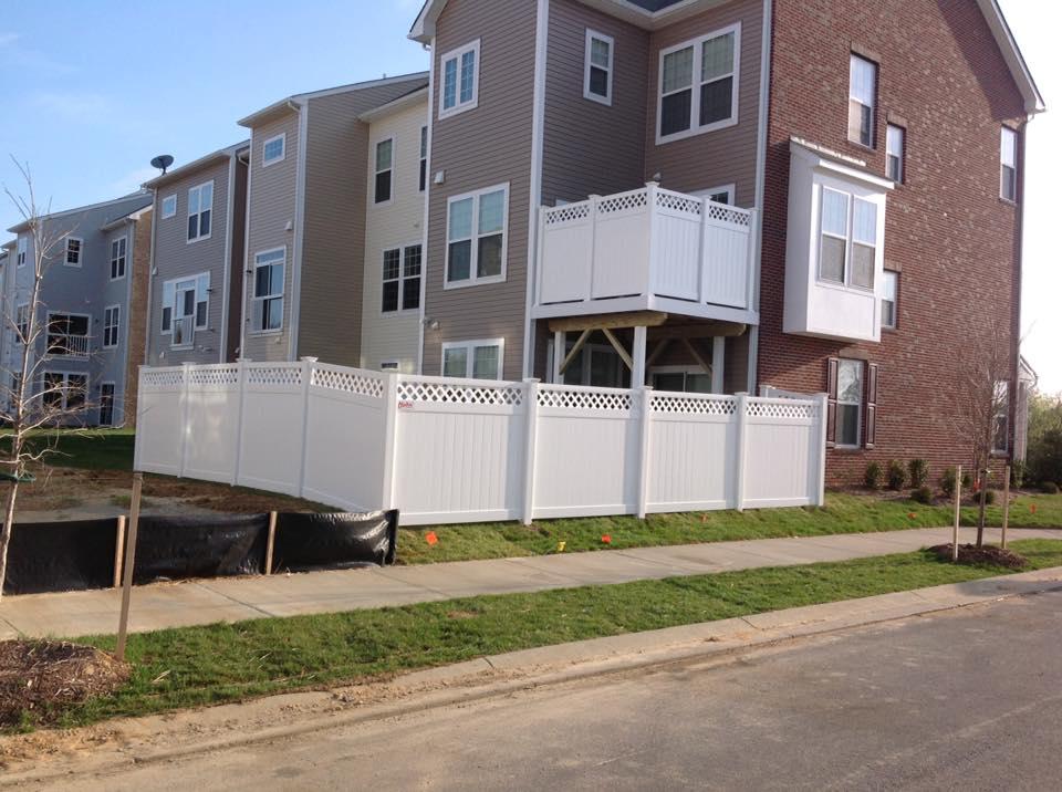 vinyl fences in Newburg