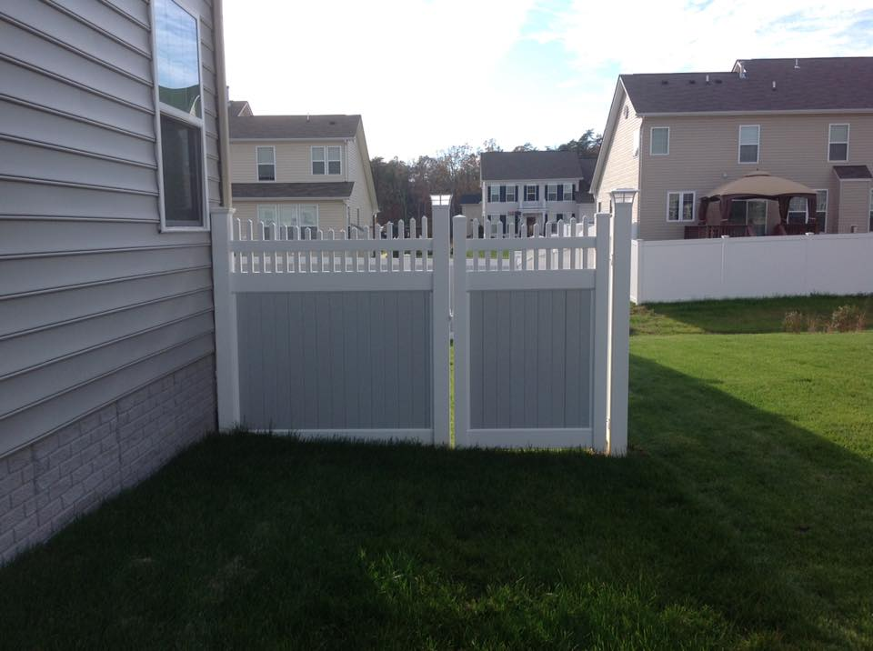 vinyl fence installed near Calvert Beach