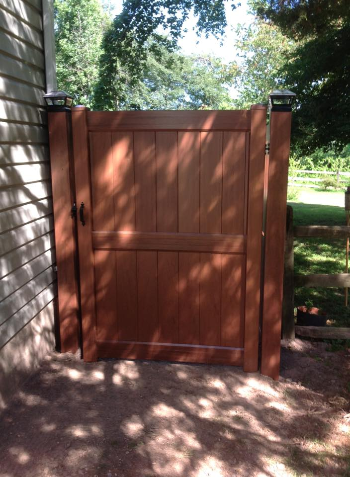 Wood and Vinyl gates available from Clinton Fence for your home in Huntingtown MD