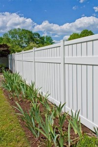 Vinyl Fence -long view Carroll model in Calverton