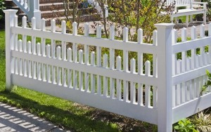 Harrington White Fence to a yard in Waldorf MD.